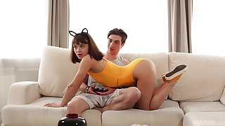 Cum swallow after a accurate couch fuck with her stepbrother