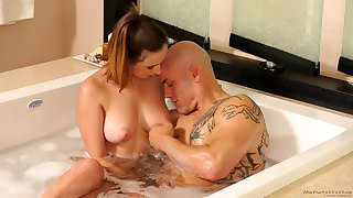 Seductive amateur cowgirl gets fucked silly by her beefy stud