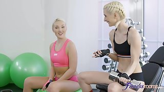 FFM threesome on in an obstacle air an obstacle shower with Lovita Maybe and Mia Casanova