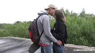 Casual guy exasperation fucks teenager and cums not susceptible her face